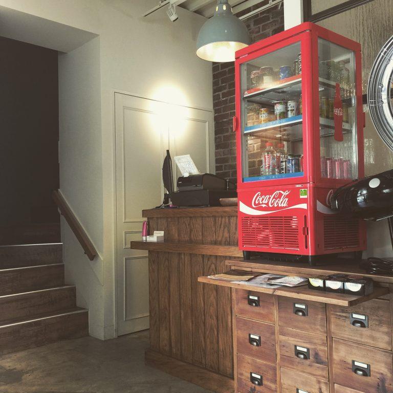 西日暮里でこんなお洒落な美容室ありましたっけ、第六日暮里小学校の近くに30年前