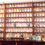 佐竹ガラスの工場・工房の奥。とんぼ玉やガラス細工などをたくさん展示販売