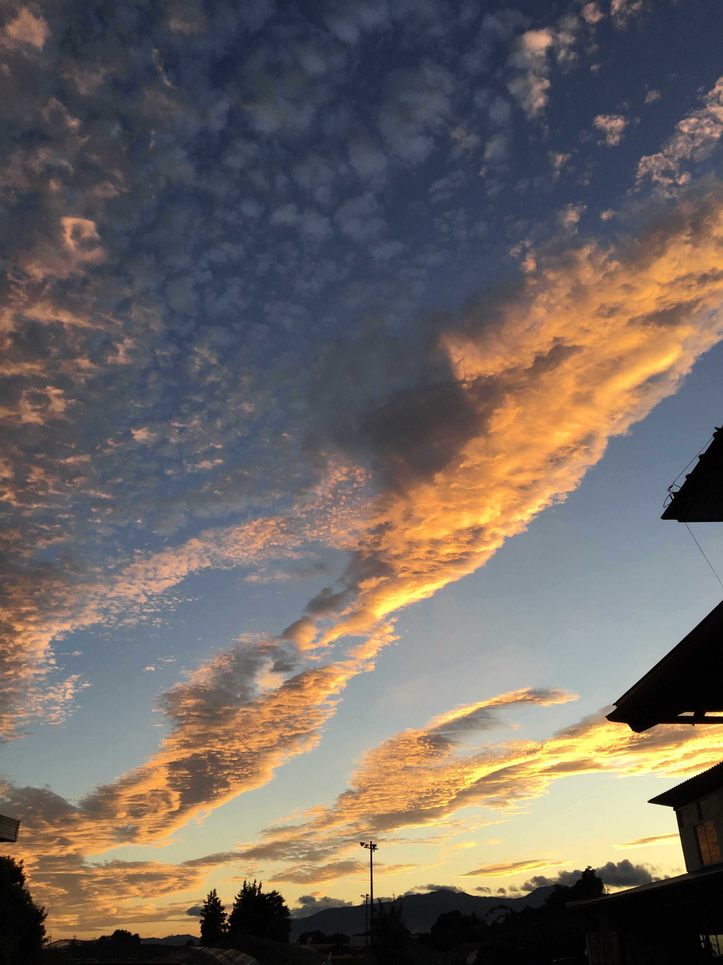 油絵の様な綺麗な夕空。